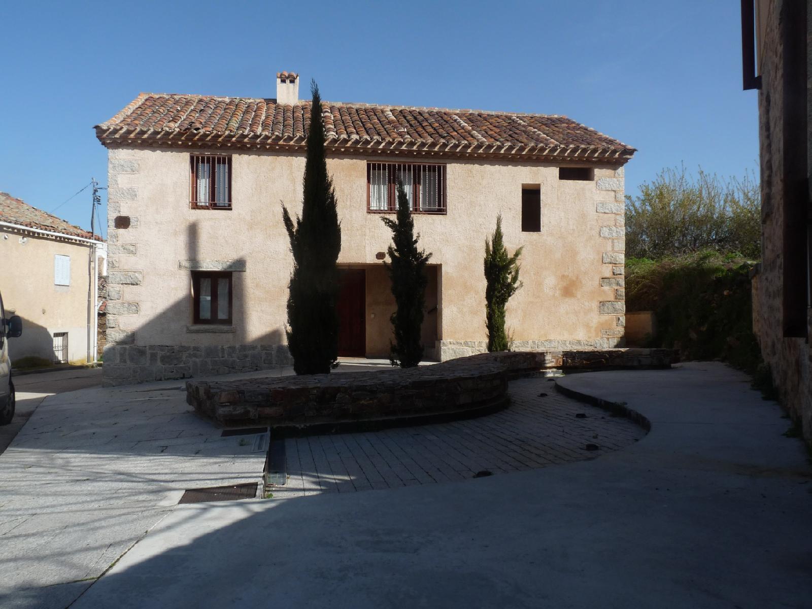 Casa de la Maestra 1 en Madarcos